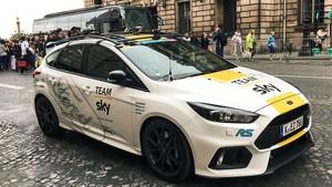 Ford Focus RS celebrando la victoria de Chris Froome y el Team Sky