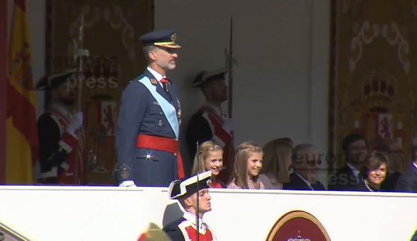 Desfile militar en conmemoración del 12 de octubre