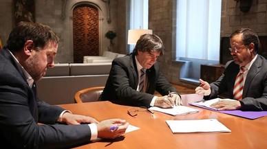 Secretaris del TSJC notifiquen en mà a Puigdemont i Forcadell la resolució del Constitucional
