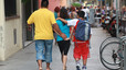Los médicos recomiendan que las mochilas no superen el 10% del peso del niño