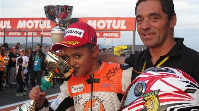 Carlos Huertas y su hijo 'Adri', hoy en Cheste (Valencia).