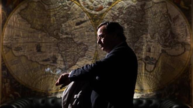 Eduard Fern�ndez da vida al agente Paesa en 'El hombre de las mil caras'.