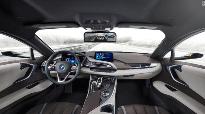 Interior del i8 Mirrorless, el coche sin retrovisores pero con c�maras.