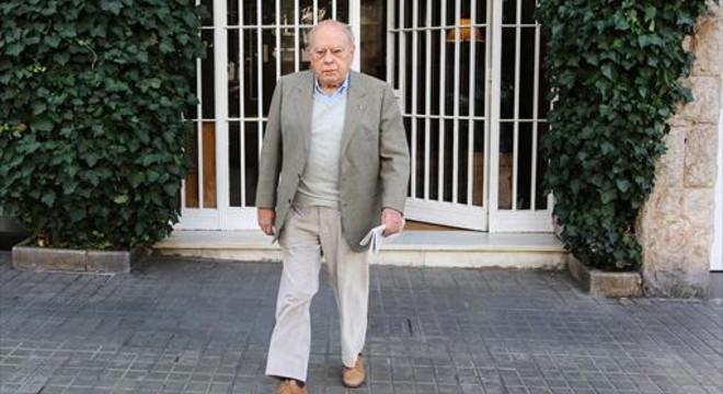 Jordi Pujol sale de su domicilio, en la ronda del General Mitre, en octubre pasado