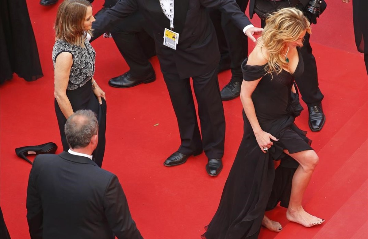 Julia Roberts trepitja descalça l'alfombra vermella de Cannes