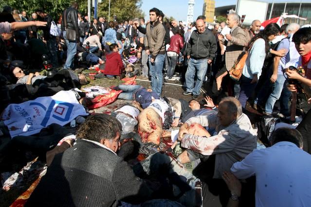 Al menos 97 muertos en una doble explosión en Ankara
