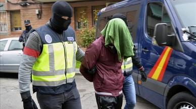 Momento de la detención de un yihadista en Madrid, este sábado.