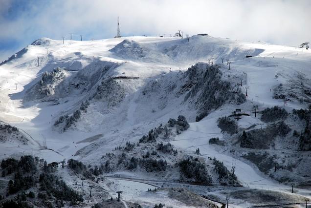 Cae la primera nevada de la temporada en el Pirineo