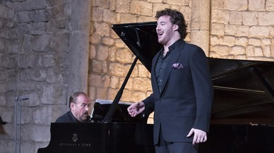 El tenor Mauro Peter, acompa�ado alpiano por Helmut Deutsch, en su debut en la Schubert�ada de Vilabertran 2016.