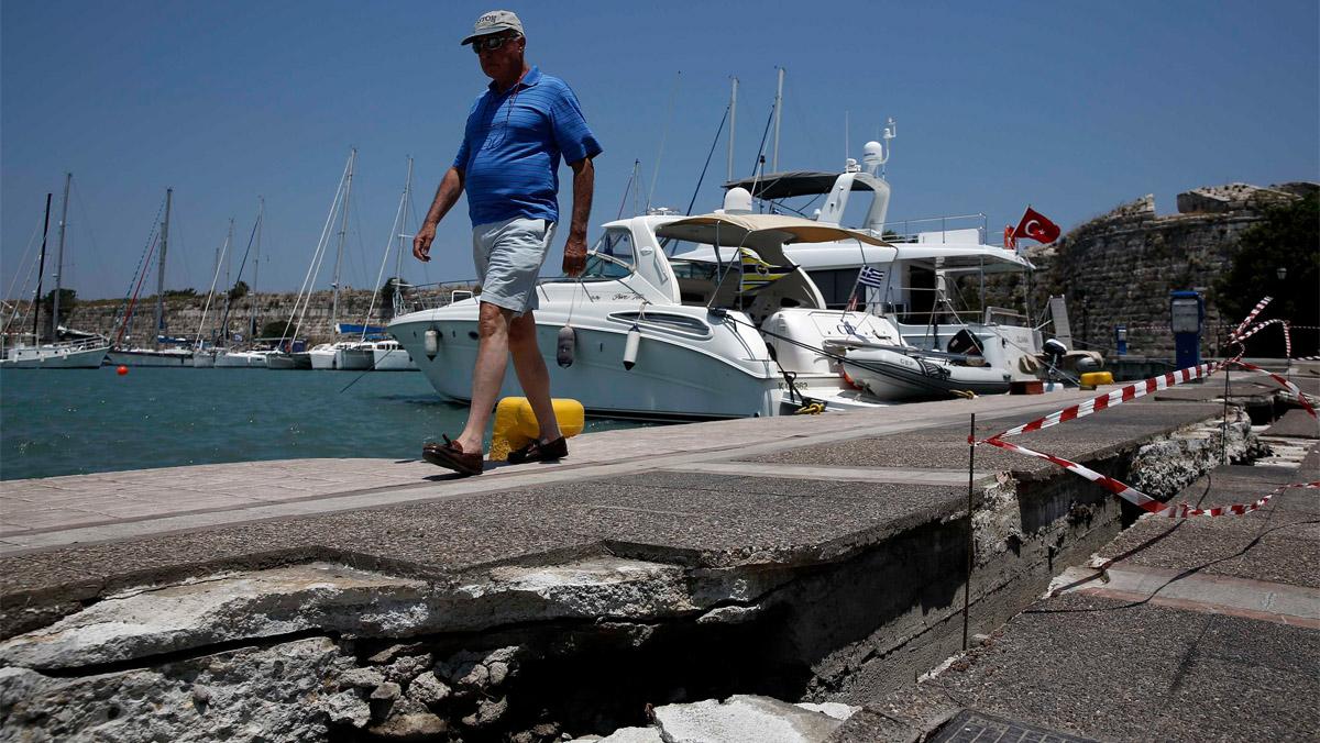 Un terremoto en la isla de griega de Kos frente a la costa turca deja dos muertos y varios heridos