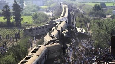 Almenys 42 morts i 133 ferits en un xoc de trens a Egipte