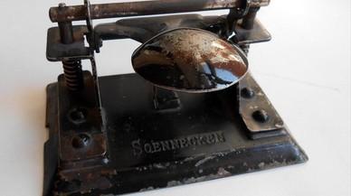 Historia de la perforadora de papel: ¿Un invento en peligro de extinción?