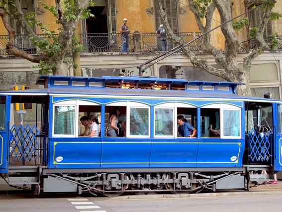 El servei del tramvia blau susp s per la caiguda d un - Placa kennedy barcelona ...
