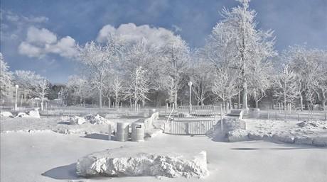 Vista de un parque alrededor de Prospect Point en Niagara Falls.