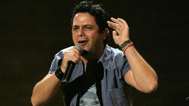 Alejandro Sanz defiende a una mujer durante un concierto en México
