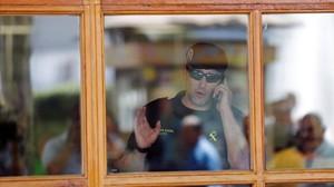 jrico34580698 a civil guard gestures during a raid as part of a corruption160705131249