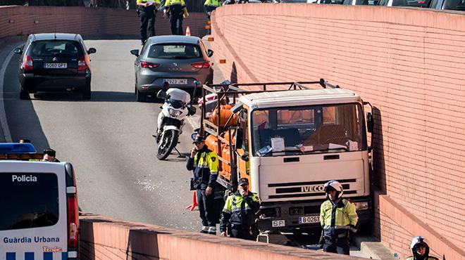 Persecución a tiros en la Ronda del litoral tras el robo de un camión de butano