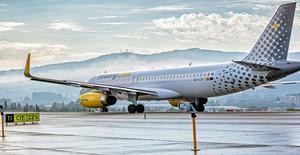 avion-de-vueling-en-las-pistas-aeropuerto-de-tenerife