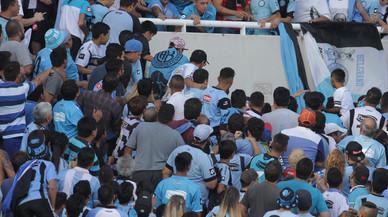 Seguidors argentins llancen al buit un seguidor que va reconèixer l'assassí del seu germà a la grada