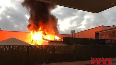Un incendi al prostíbul Paradise de la Jonquera obliga a desallotjar 140 persones