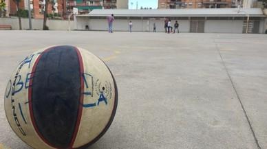 Badalona quiere abrir los patios de los colegios públicos por las tardes