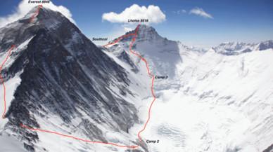 Expulsados de la policía por inventarse un ascenso al Everest