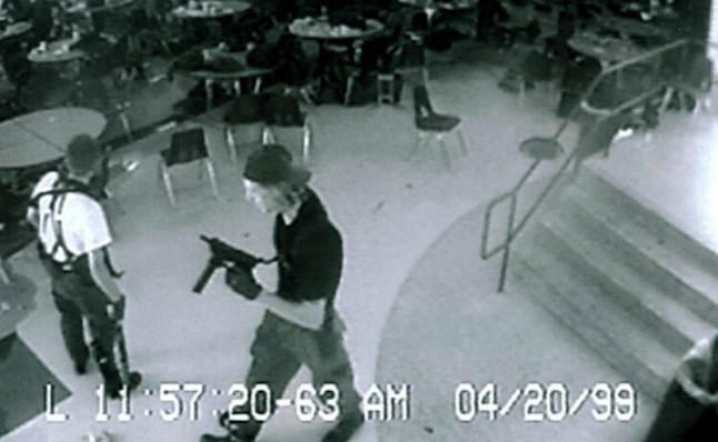 external image imagen-los-asesinos-masacre-columbine-1429527220713.jpg