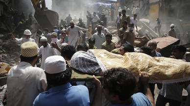 Al menos 33 muertos tras desplomarse un edificio en Bombay
