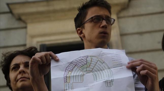 La 'gran coalici�n' arrincona a Podemos en el gallinero del Congreso