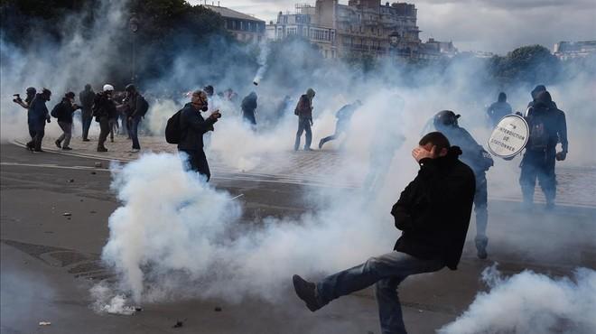Massiva manifestació a París contra la reforma laboral d'Hollande