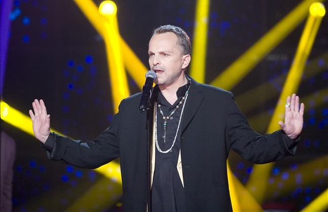 Miguel Bosé canta la sintonía de 'Cuéntame...'