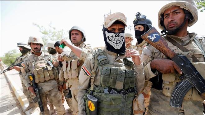 Soldados del Ej�rcito iraqu� en el centro de Faluya.