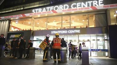 Sis ferits a Londres al ser ruixats amb una substància nociva en diversos atacs