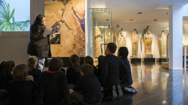 El Museu Egipci expone 1.200 piezas en una antigua sastrería