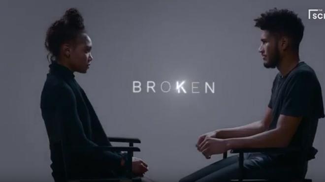 Vídeo publicado por 'The Scene' en Twitter en el que una mujer mantiene una conmovedora conversación con su expareja después de haber surfridovarias infidelidades.
