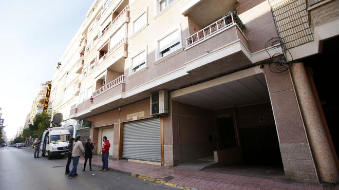 Un home mata la seva dona i el seu fill i se suïcida en una vivenda de Torrevella