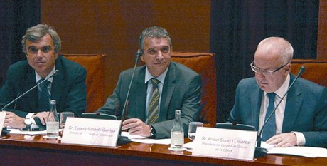 Eugeni Sallent, entre Flix Riera y Brauli Duart, ayer en el Parlament.