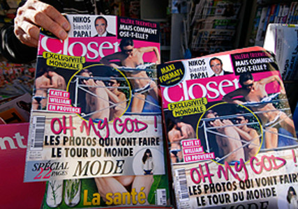 Ejemplares de la revista francesa 'Closer', que muestra las fotos de la duquesa de Cambridge en toples.