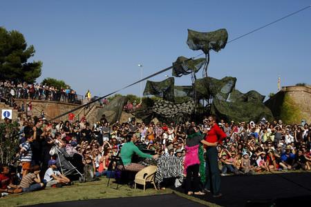 Un moment de l'actuació de Paki Payá, aquest dissabte, al castell de Montjuíc.