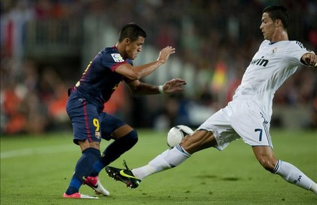 Alexis y Cristiano Ronaldo, en el ltimo derbi.