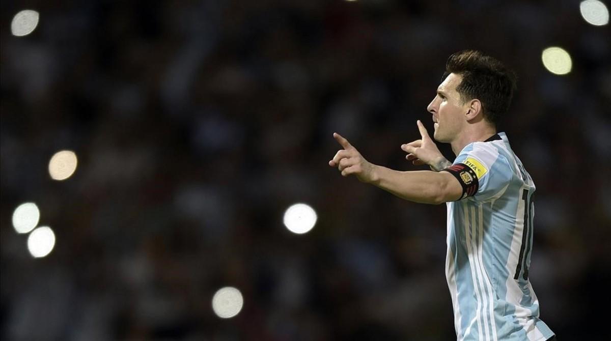 Leo Messi celebra su gol 500 con la selección argentina