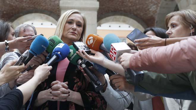 """Cifuentes no veu raons """"objectives"""" per demanar la dimissió d'Aguirre"""