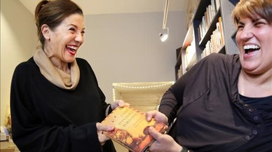 Emma Vilarasau debuta com a escriptora amb les cartes de dues aventureres