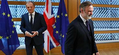 El embajador británico se marcha tras entregar a Tusk la carta que activa el 'brexit'.