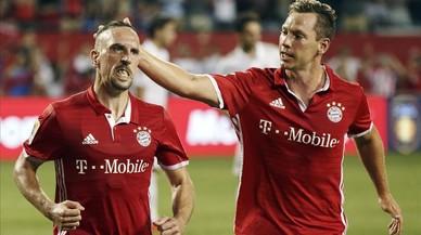 Franck Rib�ry, a la izquierda, celebra un gol ante el Milan en el amistoso de este jueves en Chicago.