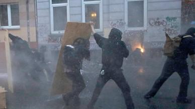 Los disturbios de Hamburgo salpican a Merkel a tres meses de las elecciones alemanas