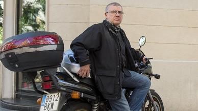Mariano Lorrio, con domicilio en el Vall�s, es uno de los miles de conductores que sufre los atascos matinales de entrada a Barcelona.