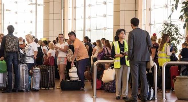 Rússia comença la repatriació de 80.000 turistes des d'Egipte