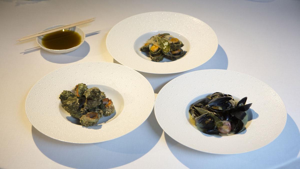 Harry Wieding, chef del hotel Mercer, enseña su receta de los mejillones, lapas y canaíllas.