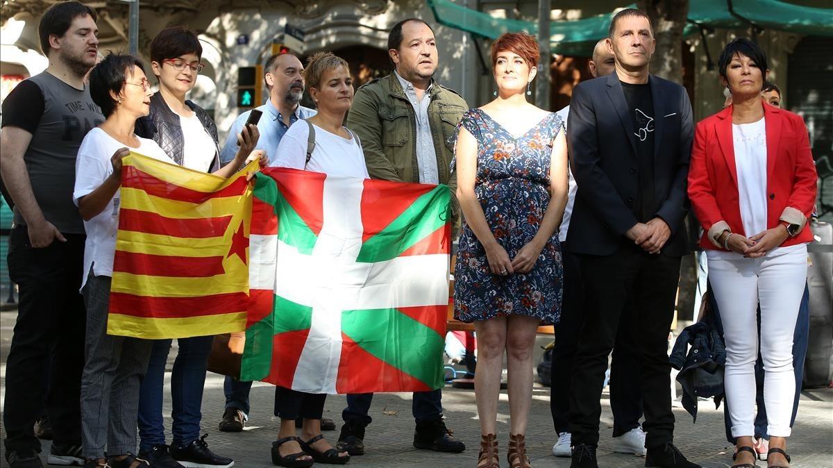 Representantes de EH-Bildu encabezados por Arnaldo Otegi.